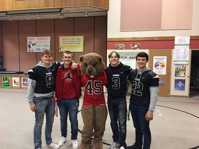 Photo of Senior boys and Bucky the Beaver